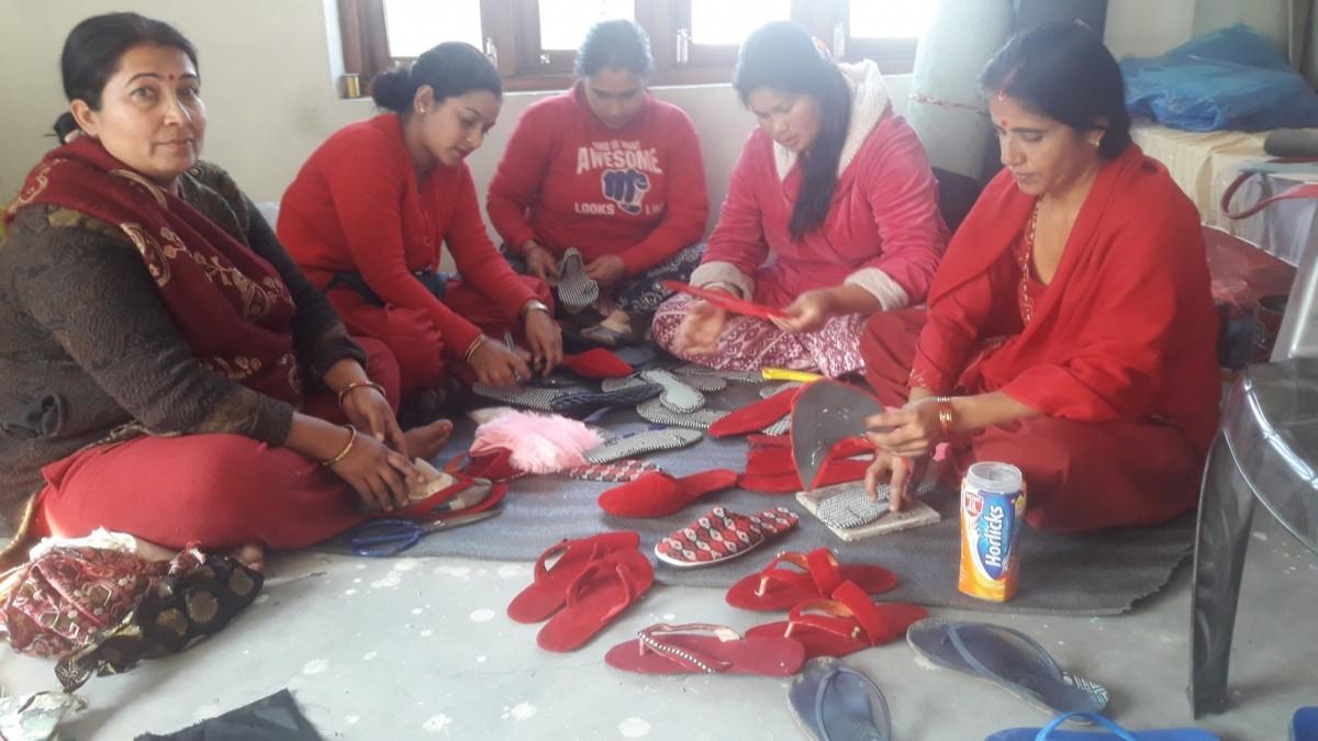 हेटौंडा ११ का महिलाहरुको पिडा : बजार नपाएर घरमै थन्कियो जुत्ता चप्पल