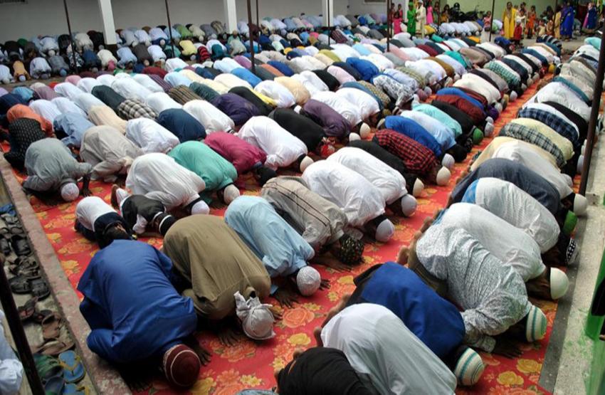 मुस्लिम समुदायले आज इद उल फित्र पर्व मनाउँदै, घरमै नमाज पढेर मनाइने-राष्ट्रपति, प्रधानमन्त्रीद्धारा शुभकामना
