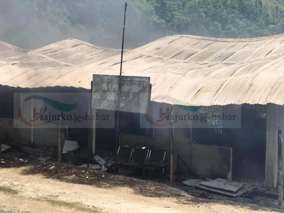 कैलाश गाउँपालिकाको कार्यालयमा बिद्युत सर्ट, जलेर ध्वस्त  (हेर्नुस् तस्विरहरु)