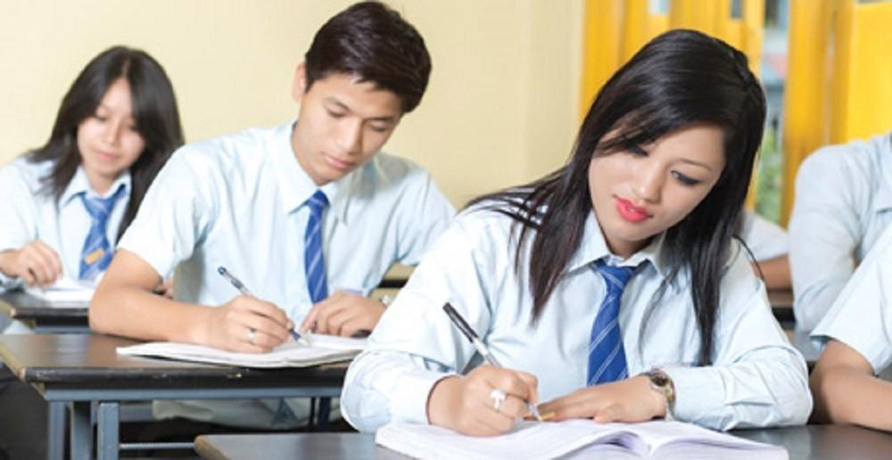 वैकल्पिक माध्यमबाट परीक्षा लिन कक्षा १२ का विद्यार्थीहरुको विवरण संकलन गर्दै